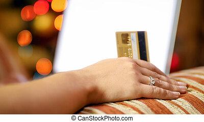 compras, assento mulher, poltrona, laptop, árvore, jovem, crédito, online, fazer, cartão natal