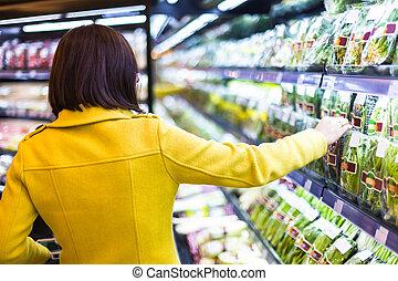 compras de mujer, joven, supermercado