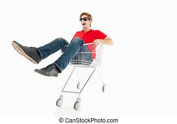 compras, joven, carrito, aislado, alegre, mientras, shopaholic., equitación, sonriente, blanco, hombre