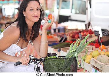 compras, mujer, mercado local