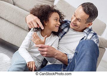 compte, sien, fille, elle, père, doigts, enseignement, sourire