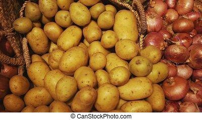 compteur, jeune, vente, frais, market., paysan, oignons, produits, pommes terre, agricole
