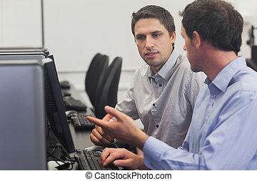 computador, atraente, homens conversando, dois, classe