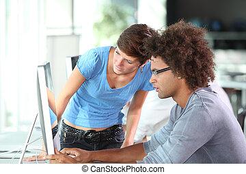 computador, jovem, trabalhando, adultos