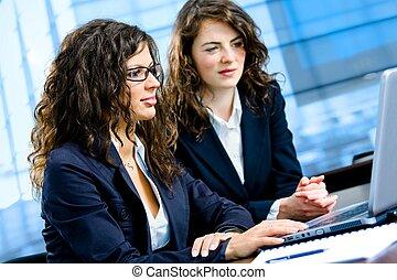 computador, mulheres negócios, trabalhando