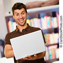 computador portatil, hombre, joven, trabajando, feliz