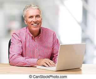 computador portatil, maduro, trabajando, hombre