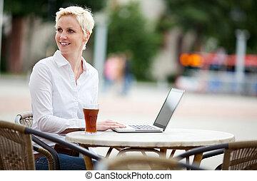 computador portatil, mujer, café, joven