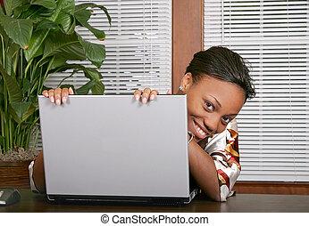 computador portatil, mujer, echar una ojeada, alrededor