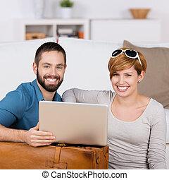 computador portatil, par bueno, joven