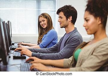 computadora, cámara, Estudiante, sonriente, clase, feliz
