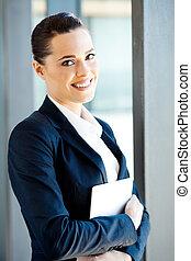 computadora, mujer de negocios, tenencia, tableta