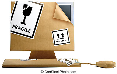 computadora, y, ratón, envuelto papel marrón, aislado, en, un, fondo blanco, listo, para moverse, oficina