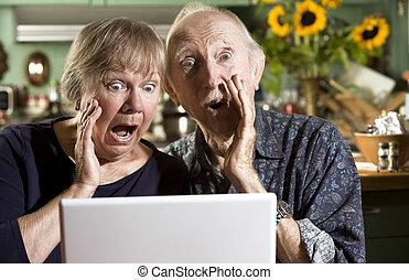 computer portatile, coppia, anziano, abbicare