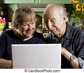 computer portatile, coppia, anziano