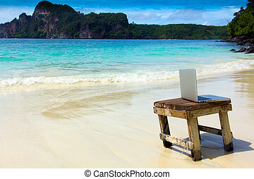 computer, strand, aantekenboekje