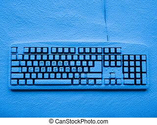 computer, toetsenpaneel, bedekt, met, sneeuw, verlicht, door, blauwe , neon ontsteken, met, tekst, zalige kerst
