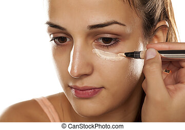 concealer applying