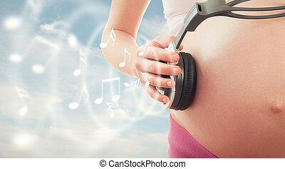 conceito, gravidez, e, music., barriga, de, mulher grávida, e, fones, ligado, a, céu, fundo
