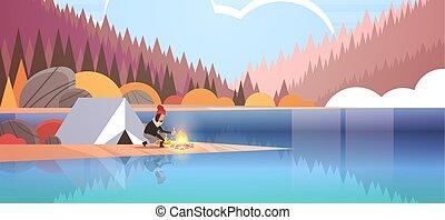 conceito, hiking, montanhas, outono, cheio, menina, paisagem, acampamento, lenha, floresta, segurando, barraca, apartamento, mulher, natureza, fogo, fundo, horizontais, acampamento, hiker, comprimento, fazer, rio, fogueria