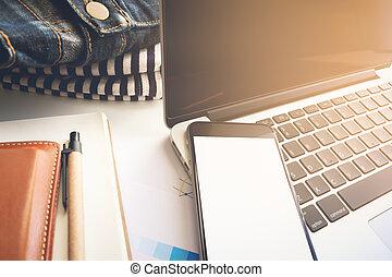conceito negócio, área, trabalho, ter, laptop, mapa, e, smartphone., foco seletivo, e, vindima, tom