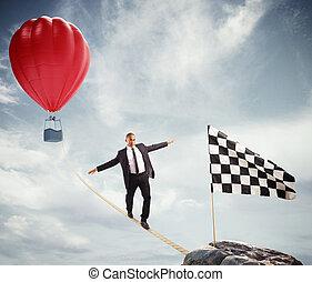 conceito negócio, de, homem negócios, quem, superar, a, problemas, alcançar, a, bandeira, ligado, um, corda