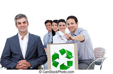 conceito, pessoas negócio, mostrando, reciclagem, confiante