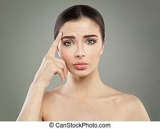 conceito, rosto dobra, mulher, anti-envelhecimento, frustrado, levantamento