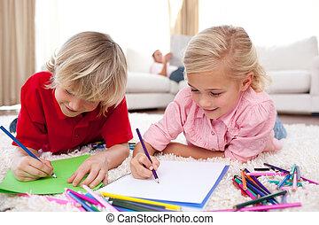 concentré, enfants, dessin, mensonge, plancher