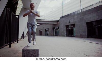 concentré, exercices, étape, homme aîné