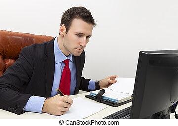 concentré, homme affaires, remplissage, papier, document