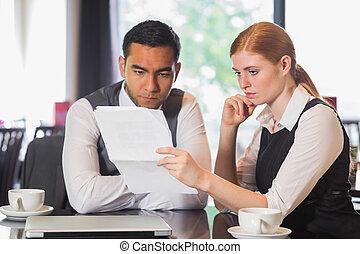 concentrar, equipe negócio, trabalhe, em, um, café