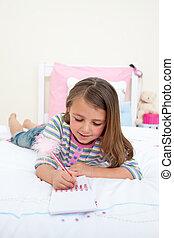 concentrated, немного, девушка, письмо, на, , блокнот