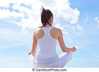 concentrati, donna meditando