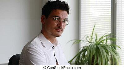 concentrer, travail, homme, lunettes