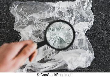 concept, achats, verre, single-use, sur, matériel, jetable, sac plastique, analyser, magnifier, pollution