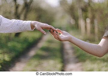 concept, atteindre, autre, chaque, deux, presque, toucher, vers, éclairage, fond, mains, doigts, mâle, étincelle, galaxie