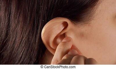 concept, corps, elle, coton, gros plan, nettoie, oreille, femme, swab., femme, care., ear.