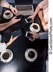 concept, coup, business, tondu, déjeuner, smartphones, café, réunion équipe