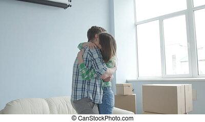 concept, couple, jeune, en mouvement, nouveau, apartment., heureux