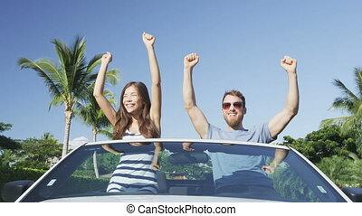 concept, couple, reussite, -, célébrer, voiture, voyage, applaudissement