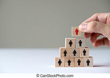 concept, cube, sommet, pyramide, main, bois, mettre, direction, bloc