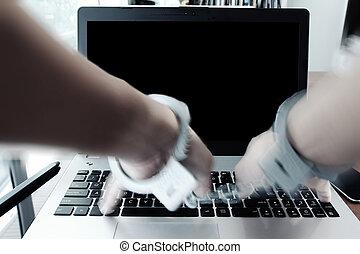 concept, cyber-crime, tablet, houten, draagbare computer, handcuffs, hand, schrijfstift, telefoon, pen computer, digitale , bureau, zakenman, smart