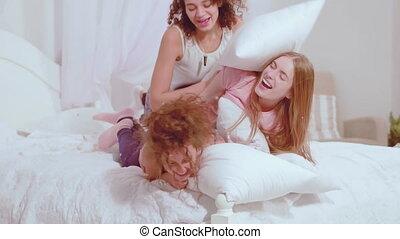 concept., dépenser, regarder, filles, pajamas., lit, ...