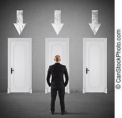concept, de, homme affaires, choisir, les, droit, porte