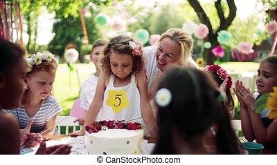 concept., fête, célébration, girl, anniversaire, dehors, petit, jardin, été