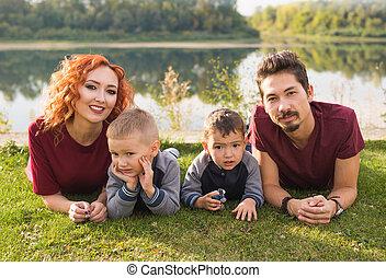 concept, famille, nature, grand, -, paternité, enfants, herbe, mensonge