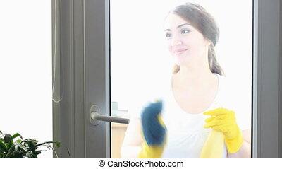 concept, fenetres, appareil photo, jeune, jaune, caoutchouc, propreté, nettoyage, femme, verre., regarde, portrait, gants, sourire, lave