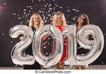 concept, groupe, femme, gens, grand, symbole, -, fetes, célébrer, 2019, tenue, année, nouveau, amis, fête