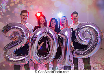 concept, groupe, gens, grand, symbole, -, fetes, célébrer, 2019, tenue, année, nouveau, amis, fête